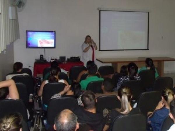 Gestantes assistem à palestra com a fonoaudióloga, Maria Eduarda Machado sobre primeiro contato do bebê com o mundo no 2º dia do curso de gestante do ano da Santa Casa de Sertãozinho