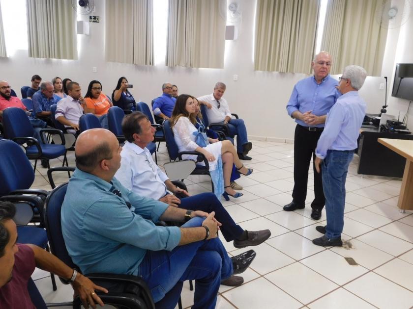 Deputado Federal Arnaldo Jardim visita Santa Casa de Sertãozinho