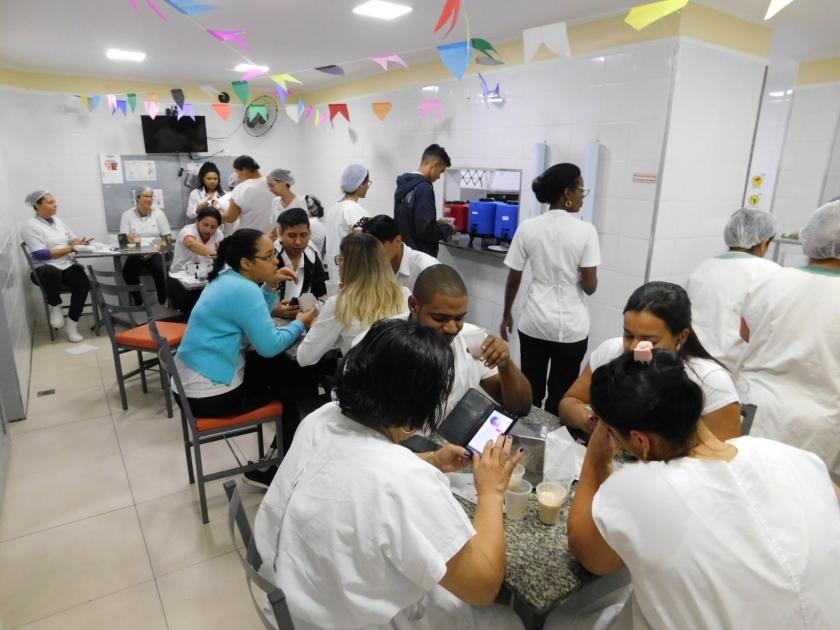 Colaboradores da Santa Casa de Sertãozinho ganham café junino