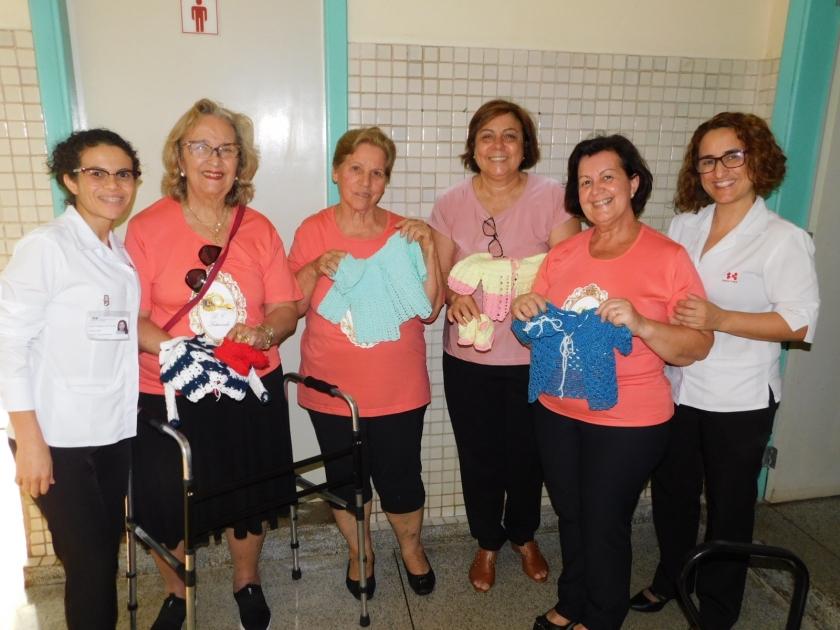 Santa Casa de Sertãozinho recebe doação de casacos e sapatinhos de crochê do Lions Clube de Sertãozinho