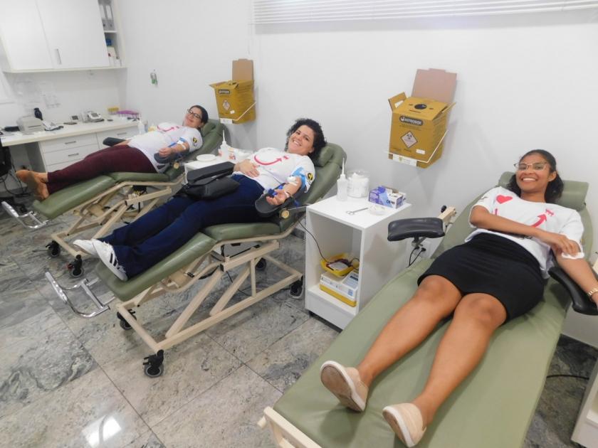 Exemplo de amor: Colaboradores da Santa Casa participam de campanha de doação de sangue feita pelo hospital