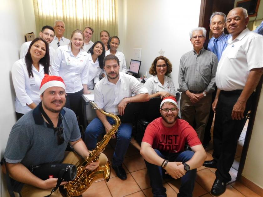 Um show de saxofone com Junior Barbosa na Santa Casa de Sertãozinho