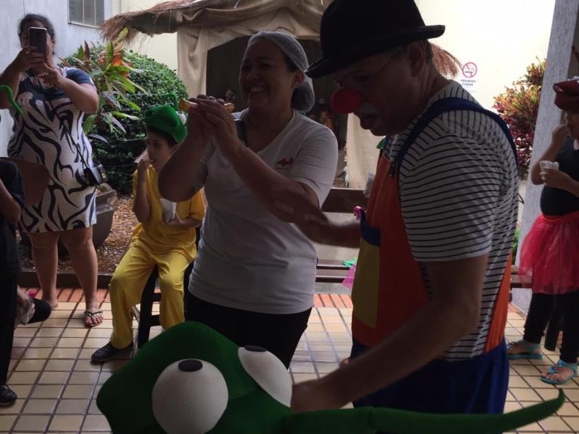 Santa Casa recebe Show de Palhaços do Grupo Dalapagarapa e diverte colaboradores e pacientes