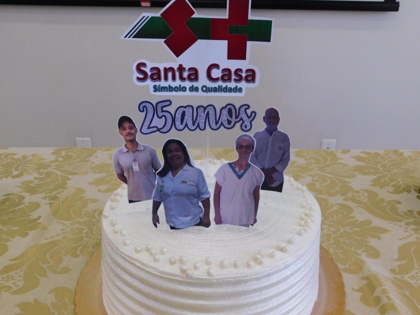 Santa Casa de Sertãozinho homenageia funcionários pelos 25 anos de trabalho
