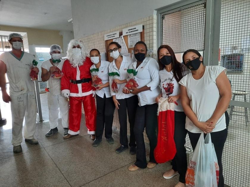 Papai Noel visita Santa Casa de Sertãozinho